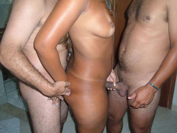 gostosinha sexo a tres