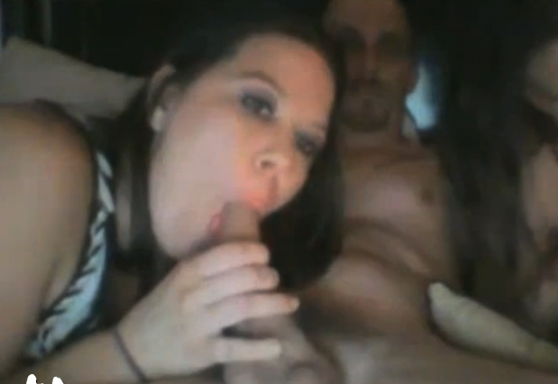 duas-safadas-pagando-boquete-na-webcam-2