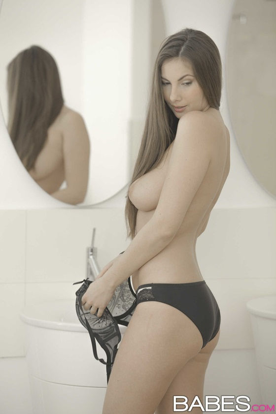 ninfeta-safada-transando-muito-no-banheiro-3