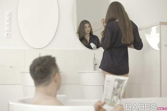 ninfeta-safada-transando-muito-no-banheiro