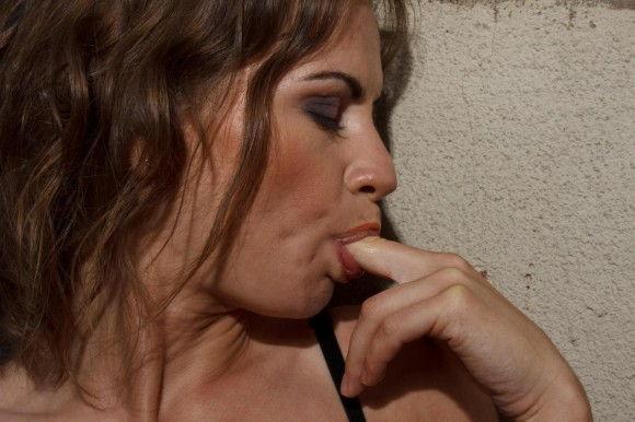 loirinha-deliciosa-masturbando-a-buceta-lisinha-11