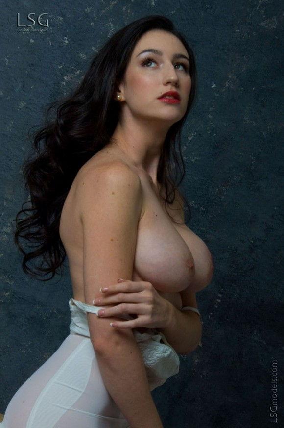 peituda-safada-usando-lingerie-branca-8