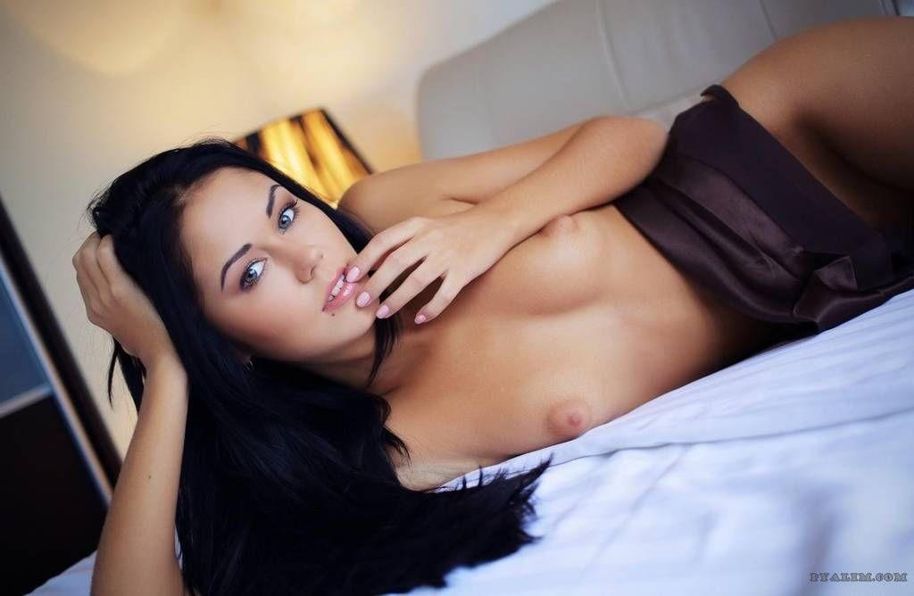 fotos-mulheres-gostosas-exibindo-bucetas-apertadinhas-25