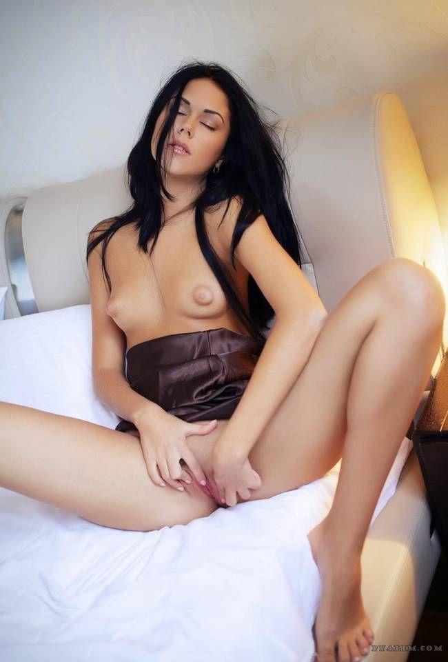fotos-mulheres-gostosas-exibindo-bucetas-apertadinhas-29