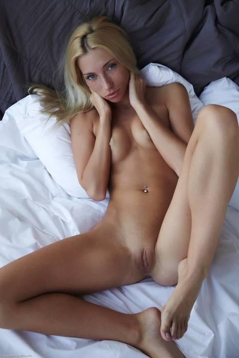 fotos-mulheres-gostosas-exibindo-bucetas-apertadinhas-37