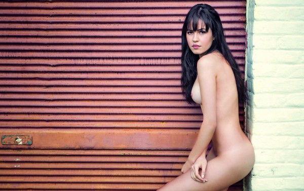 juliana-silveira-completamente-pelada-na-revista-status-7