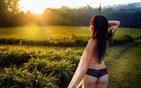 juliana-silveira-completamente-pelada-na-revista-status-8