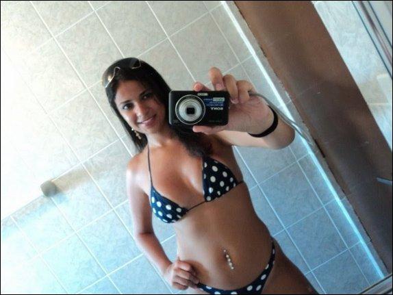 19 anos se masturbando e gozando no chuveiro 3