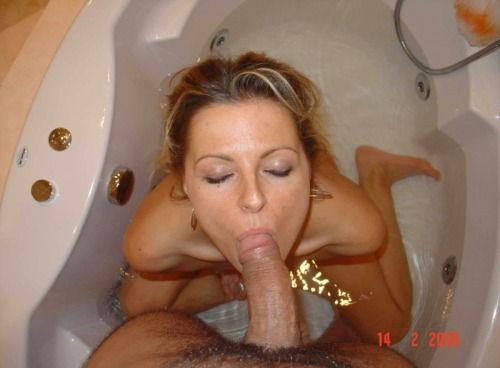 coroa-puta-fazendo-sexo-no-banheiro-5