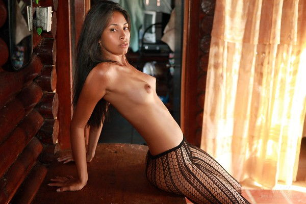 fotos-da-morena-bahiana-pelada-mostrando-a-buceta-8