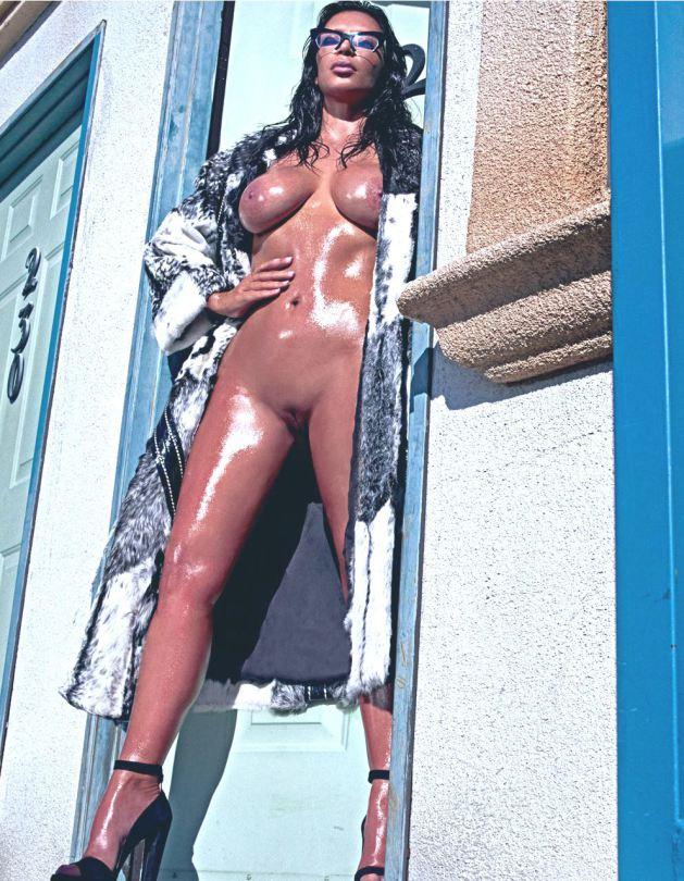 kim-kardashian-nua-pelada-na-love-magazine-2