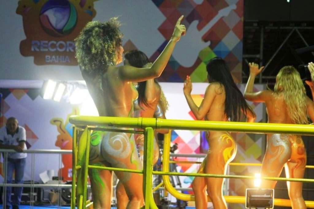 mulheres-peladas-no-carnaval-2015-12