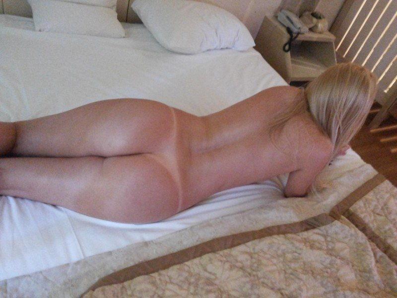 fotos-de-loira-amadora-pelada-no-motel-4