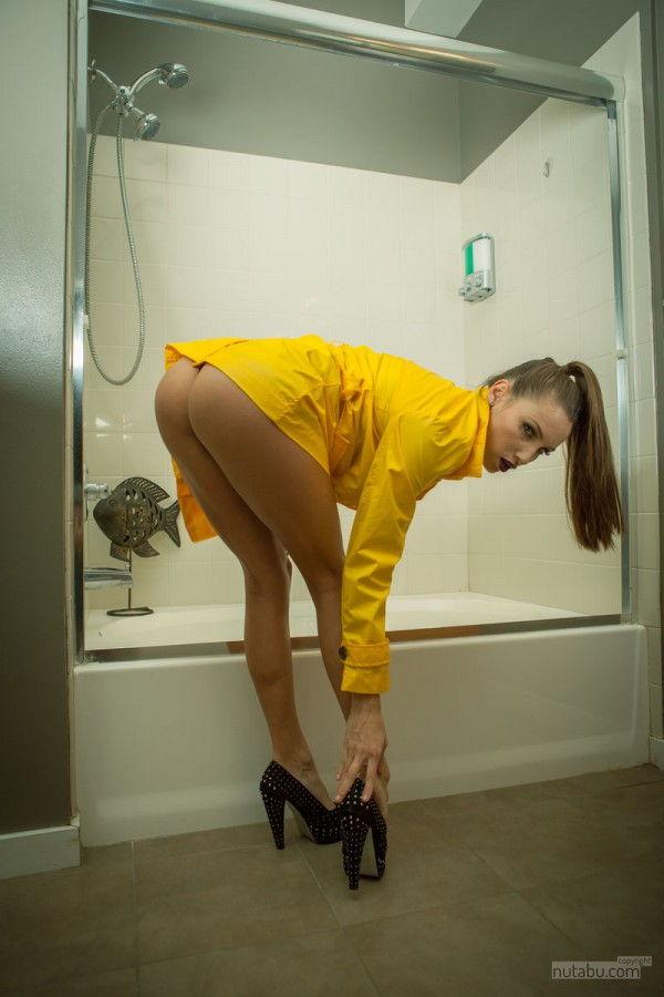 Garoto conferindo mulher no banheiro e bate punheta
