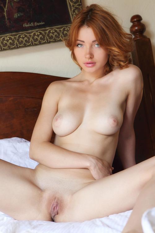 70-mulheres-peladas-e-sensualizando-16