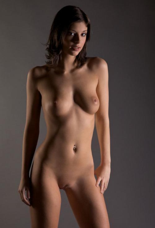 70-mulheres-peladas-e-sensualizando-28