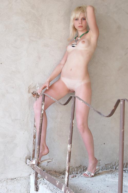 70-mulheres-peladas-e-sensualizando-42