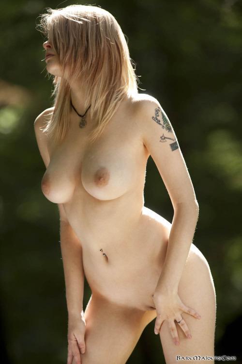70-mulheres-peladas-e-sensualizando-64