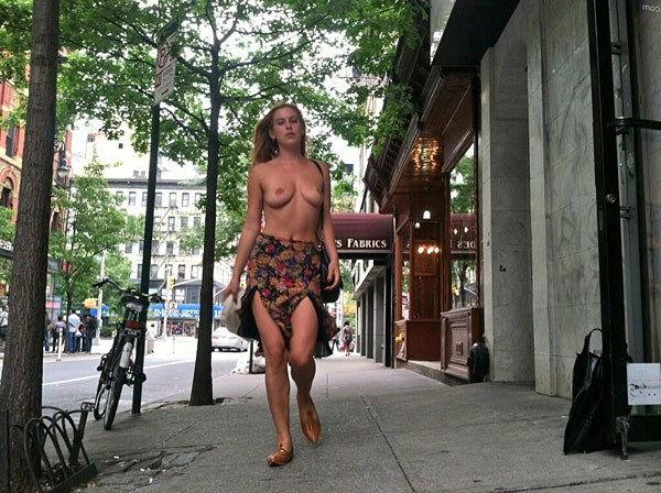 43-fotos-topless-de-gostosas-na-praia-28