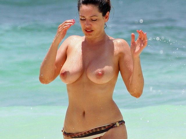 43-fotos-topless-de-gostosas-na-praia-3