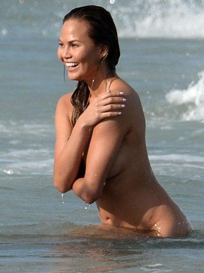 43-fotos-topless-de-gostosas-na-praia-31