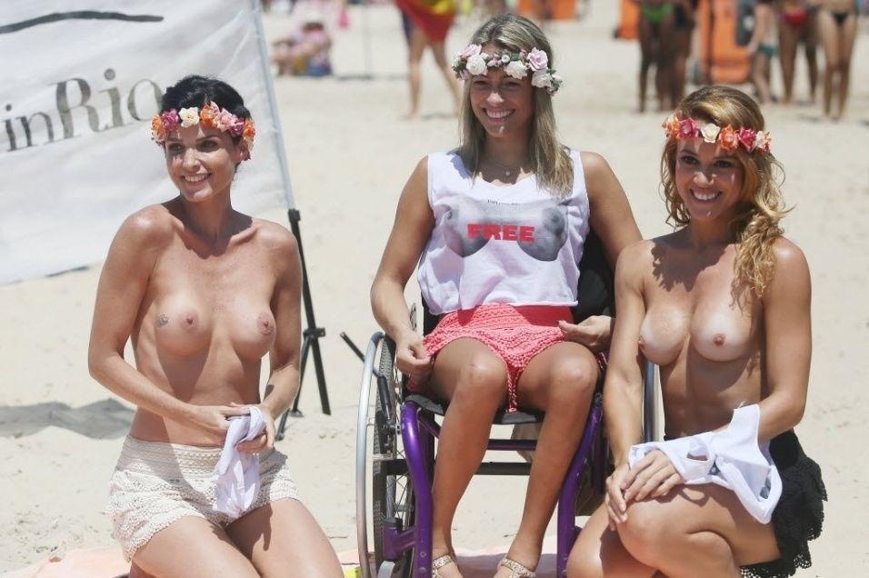 43-fotos-topless-de-gostosas-na-praia-41