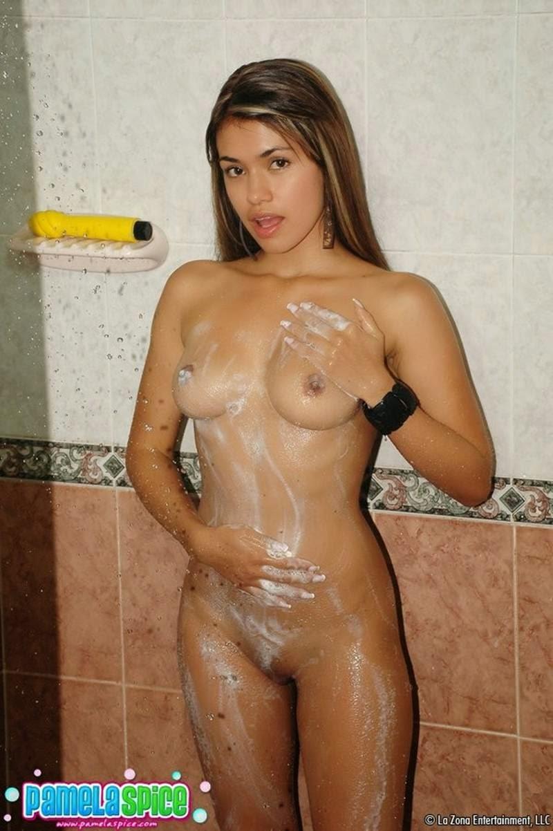fotos-novinhas-tomando-banho-peladinhas-1