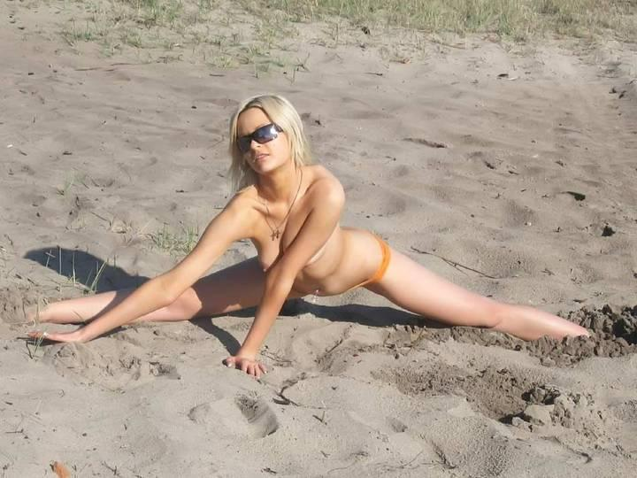 nudismo-de-gostosas-na-praia-11