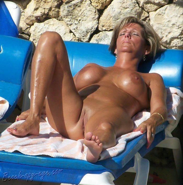 nudismo-de-gostosas-na-praia-26