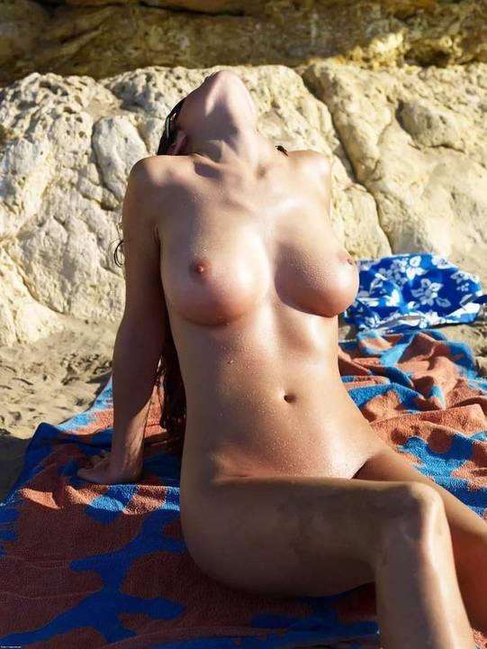nudismo-de-gostosas-na-praia-3