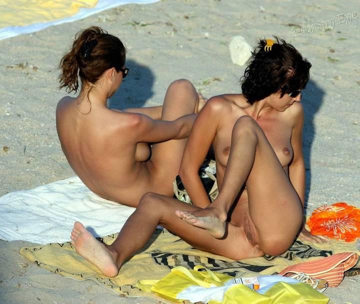 nudismo-de-gostosas-na-praia-37
