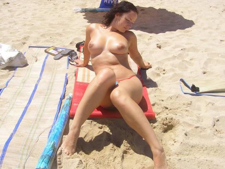 nudismo-de-gostosas-na-praia-8