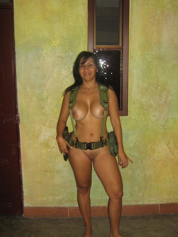 policial-gostosa-caiu-na-net-pelada-10