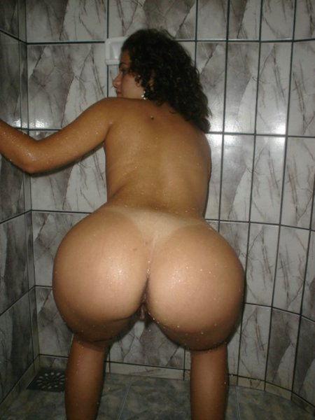casada-puta-se-exibindo-pelada-e-abrindo-o-rabao-2