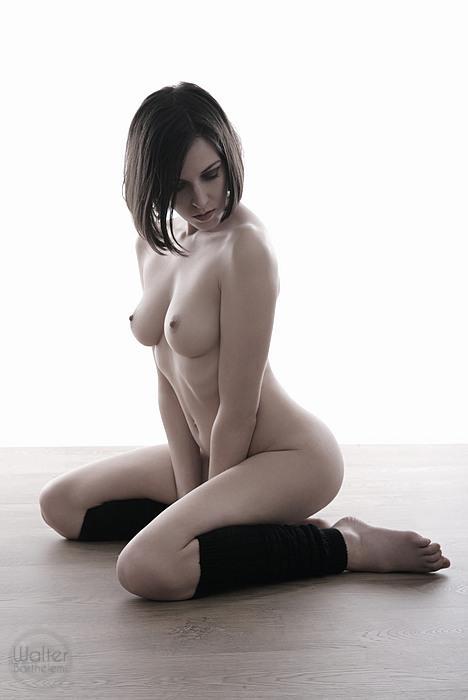 32-gostosas-peladas-mostrando-todo-o-corpo-10