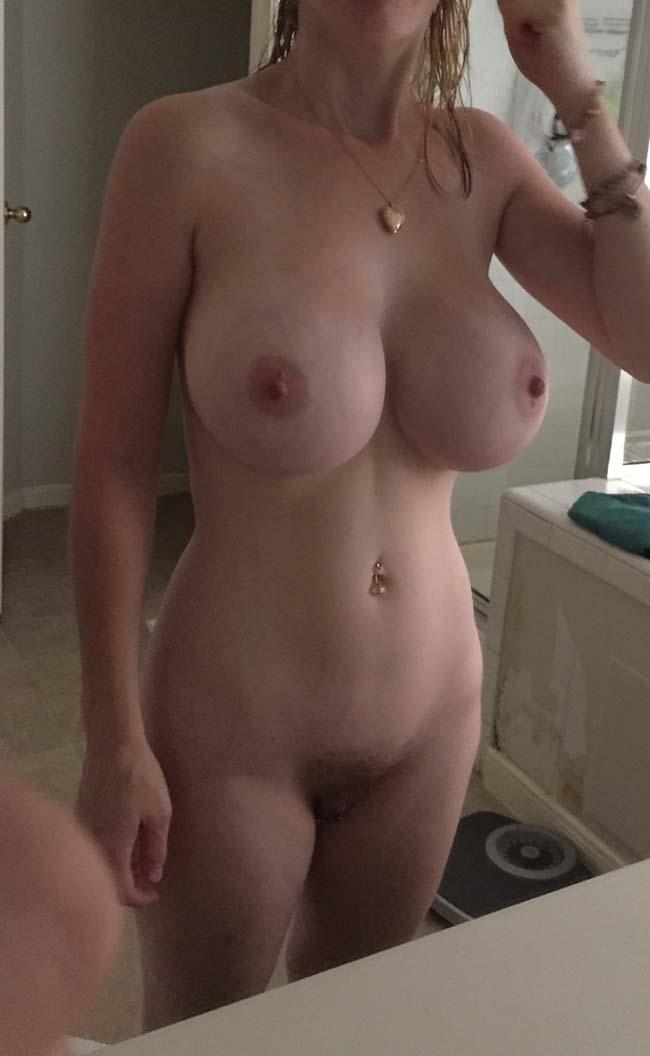 esposa-peituda-mostrando-os-peitos-enormes-11