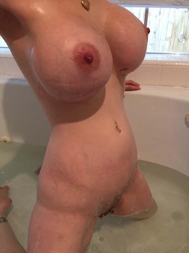 esposa-peituda-mostrando-os-peitos-enormes-5