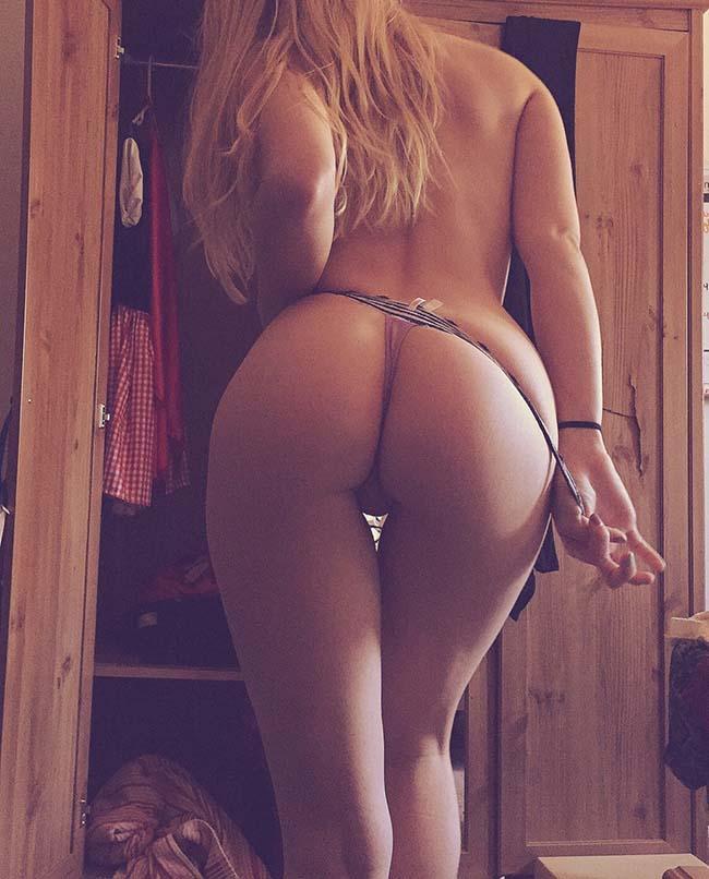 loira-rabuda-mostrando-a-bunda-grande-e-a-buceta-carnuda-3