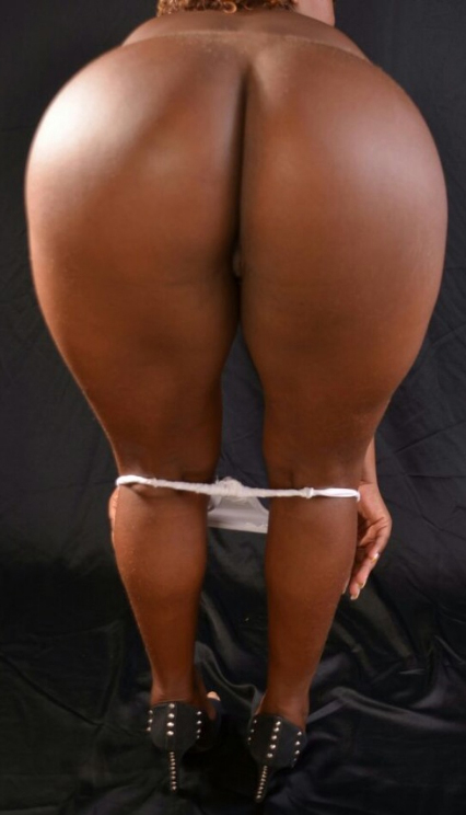 mulheres-negras-nuas-em-diversas-fotos-29