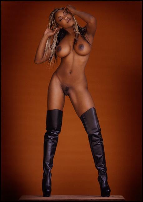 mulheres-negras-nuas-em-diversas-fotos-55