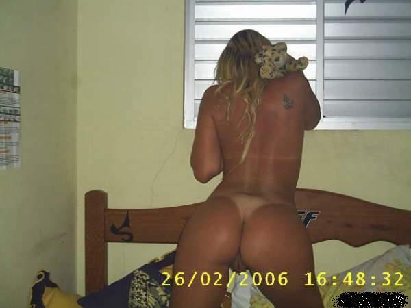 surfista-tesuda-vazou-na-net-mostrando-a-bucetinha-10