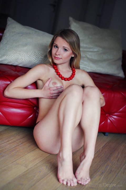 loirinha-pelada-em-ensaio-sensual-2