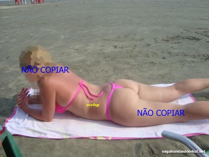 esposa-rabuda-se-exibindo-na-praia-de-biquíni-1