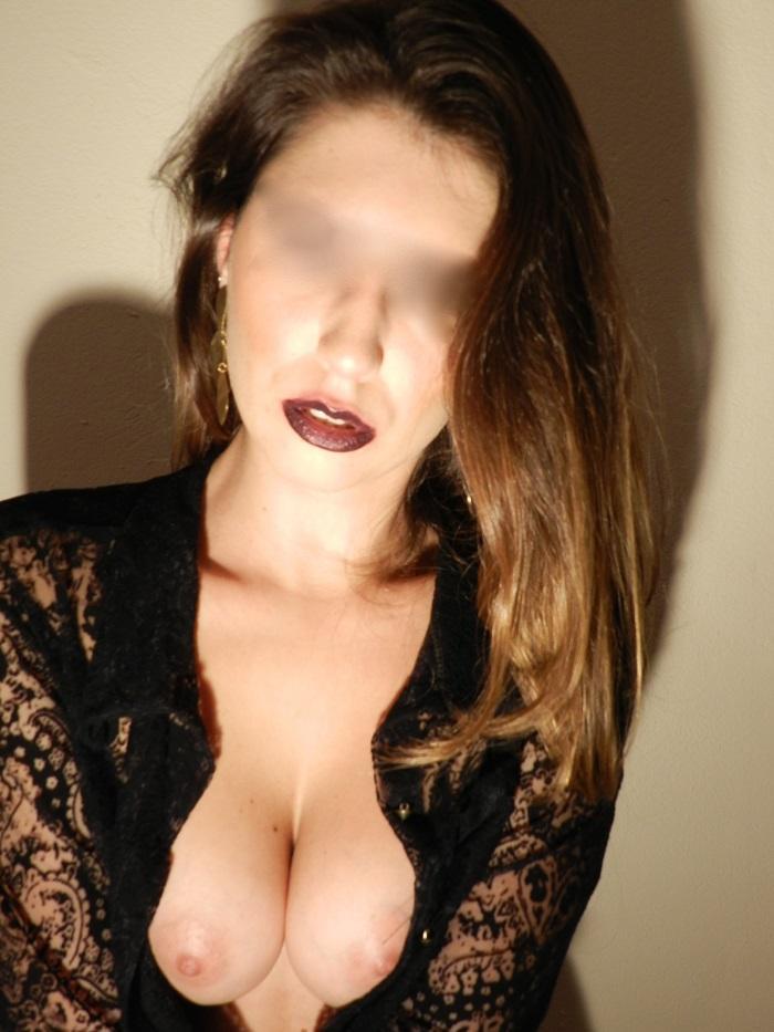 loira-gostosa-fazendo-ensaio-sensual-para-o-namorado-7