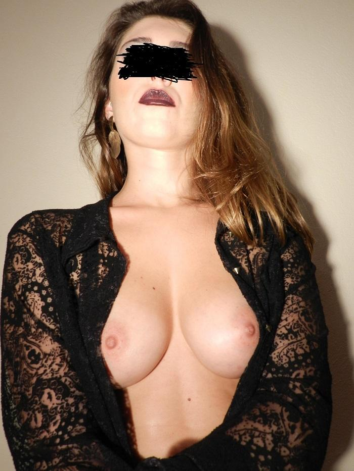 loira-gostosa-fazendo-ensaio-sensual-para-o-namorado-9
