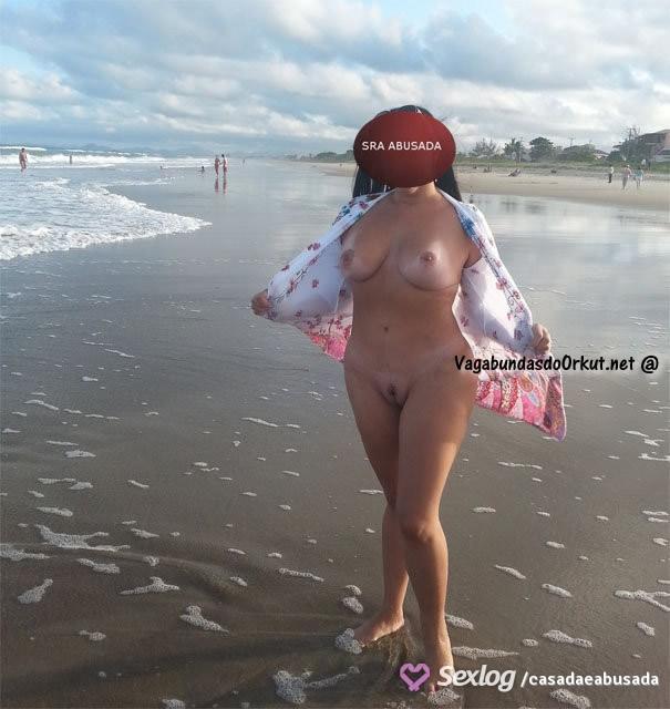 coroa-gostosa-se-exibindo-pelada-na-praia-13