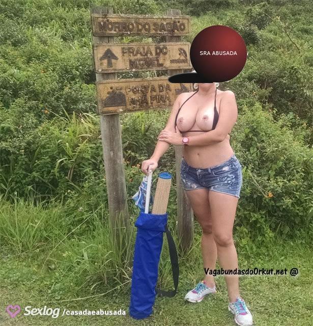 coroa-gostosa-se-exibindo-pelada-na-praia-14