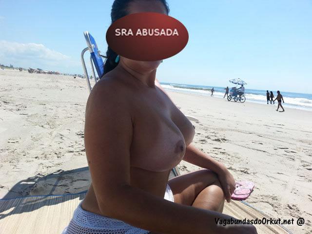 coroa-gostosa-se-exibindo-pelada-na-praia-16