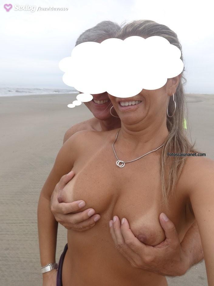 coroa-exibicionista-pelada-na-praia-11