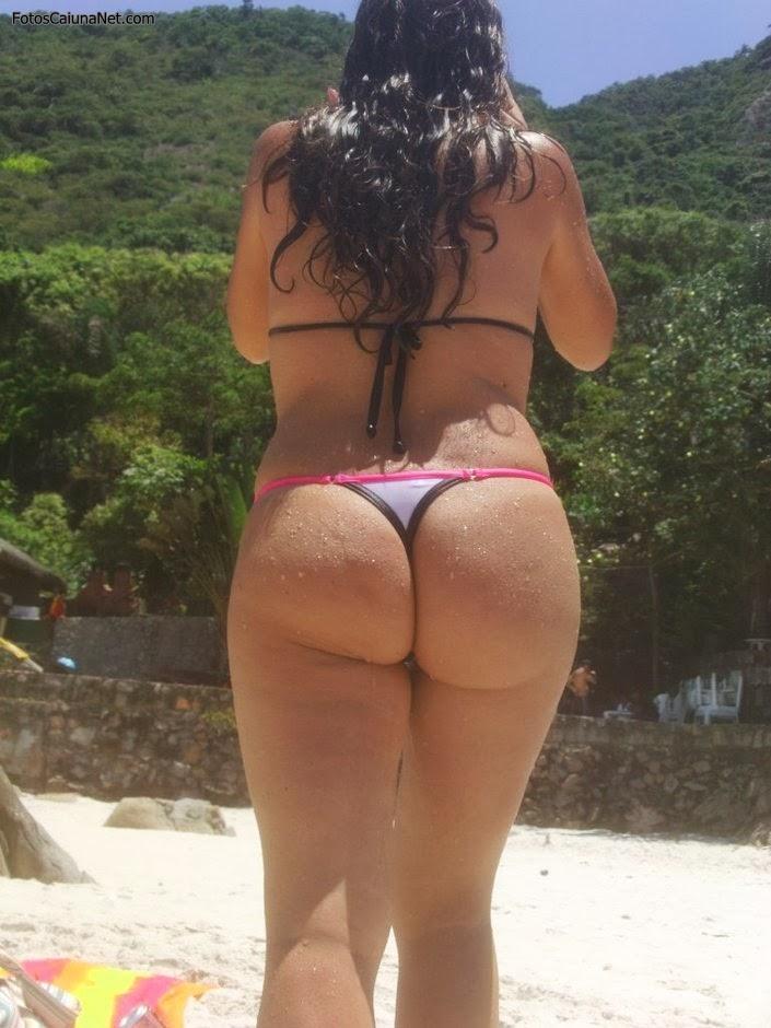 gostosa-mostrando-o-corpinho-lindo-na-praia-1